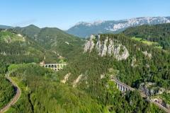 Semmering-Breitenstein. Südbahn. Im Hintergrund das Kalte Rinne