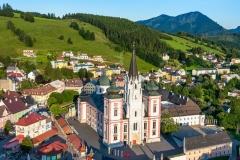 Luftaufnahme von Mariazell im Sommer. (Wallfahrtsort)