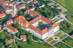 Luftaufnahme vom Stift Herzogenburg im Sommer