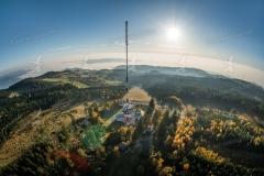 Luftaufnahme vom Sender und der Aussichtswarte am Hochjauerling.