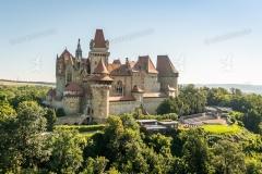 Burg Kreuzenstein in Leobendorf. Luftaufnahme.