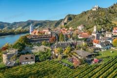Luftaufnahme von Dürnstein in der Wachau im Herbst